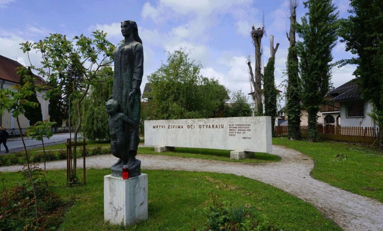 Is Croatia on a road to ban totalitarian symbols?