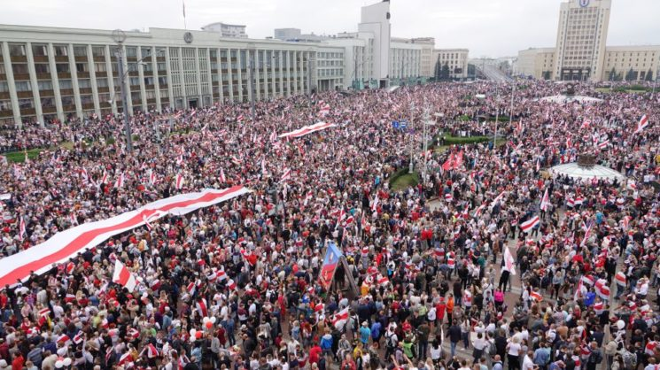 Belarussian President Lukashenka turns to Putin as mass protests continue with no end in sight